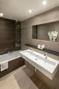 Een badkamer bij Auberge St. Pol.