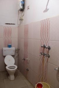 A bathroom at Best B&B in Orchha