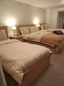 A bed or beds in a room at Arundel Townhouse