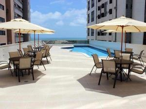 The swimming pool at or close to Flat Executive Beira Mar