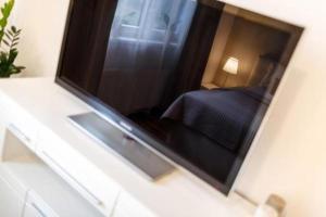 TV a/nebo společenská místnost v ubytování Golden Apartments Rezidence Nová Karolina