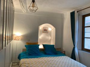 A bed or beds in a room at Coeur Vieux Nice Charmant et Calme
