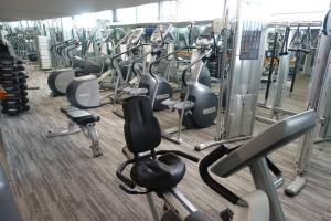 The fitness center and/or fitness facilities at State Plaza Hotel