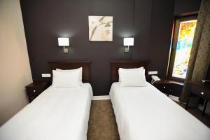 سرير أو أسرّة في غرفة في بيازا إن