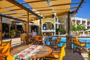 Ein Restaurant oder anderes Speiselokal in der Unterkunft Vanessa Hotel