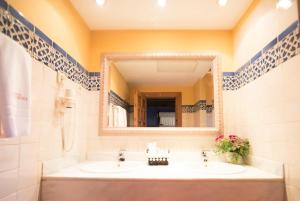 A bathroom at Antiguo Convento de Boadilla