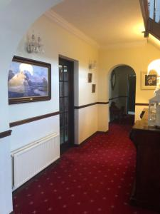 A television and/or entertainment centre at Bunratty Villa B&B