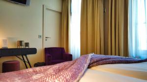 A bed or beds in a room at Hotel Bliss