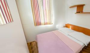 Postelja oz. postelje v sobi nastanitve Rivijera Mobile Homes Miran