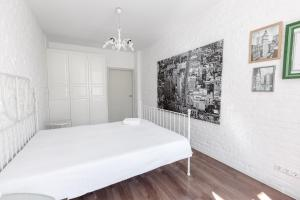 A bed or beds in a room at SutkiMinsk Apartments