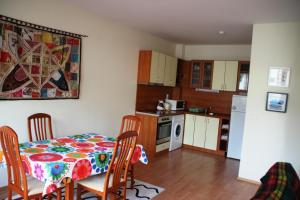 A kitchen or kitchenette at Eagle Rock Apartments