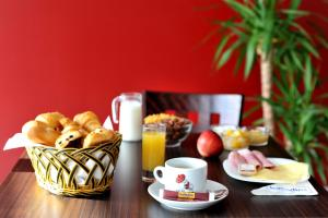 Breakfast options available to guests at initial by balladins Roissy / Saint-Mard