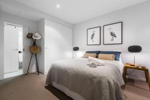 A bed or beds in a room at Auguste, Melbourne CBD Private Accommodation with parking