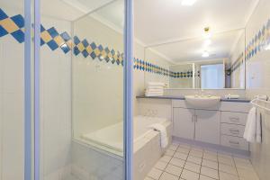 A bathroom at Newcastle Short Stay Apartments - Sandbar Newcastle Beach
