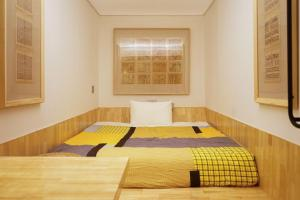 A bed or beds in a room at T.G Studio Jiangnanxi Branch