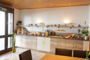 A kitchen or kitchenette at Mittelrhein Pension