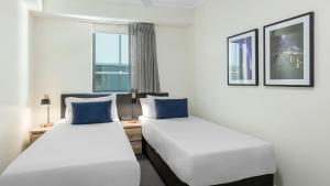 A bed or beds in a room at Oaks Brisbane on Margaret Suites