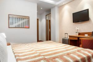 A bed or beds in a room at Hotel Nikol