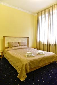 A bed or beds in a room at Dghyak Pansion
