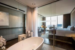 Salle de bains dans l'établissement The Canvas Hotel Dubai – MGallery