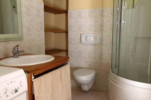 Salle de bains dans l'établissement Ferme Equestre Les Coccinelles