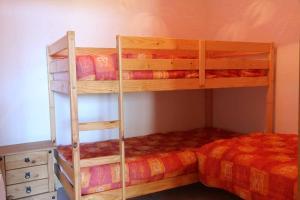 Un ou plusieurs lits superposés dans un hébergement de l'établissement Ferme Equestre Les Coccinelles