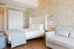 A bed or beds in a room at Eurostars Porto Douro