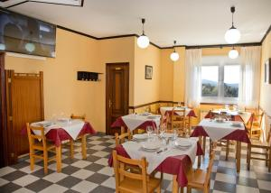 A restaurant or other place to eat at Pension Casa Manolo