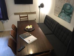 Een zitgedeelte bij Holiday Homes Gillishof