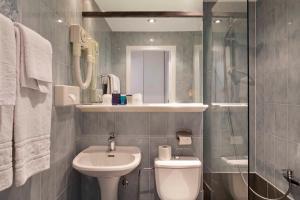 A bathroom at Argus Hotel Brussels