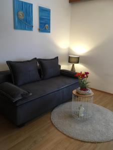 A seating area at Warmbad Apartments