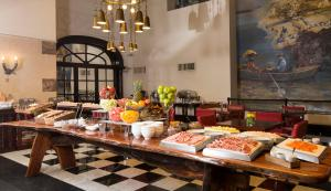 A restaurant or other place to eat at Buenos Aires Marriott
