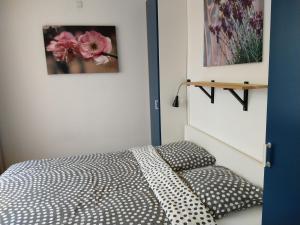 Un ou plusieurs lits dans un hébergement de l'établissement KLAPROOS Bed by the Sea