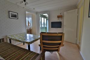 En tv och/eller ett underhållningssystem på Bro Ekes Gård