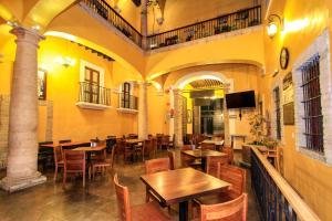A restaurant or other place to eat at La Casona de Don Lucas