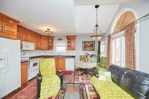 A kitchen or kitchenette at Two Rivers Bed and Breakfast