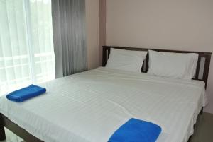 A bed or beds in a room at Jom Thong Guesthouse