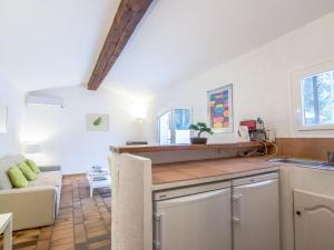 A kitchen or kitchenette at Holiday Home Le Pilon