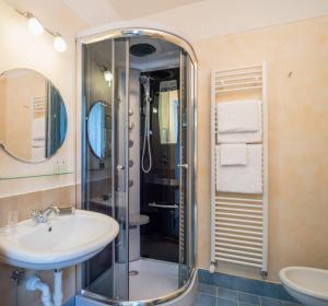 A bathroom at La Valle di Monna Lisa