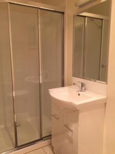 A bathroom at Mint Accommodation - William & Solomon