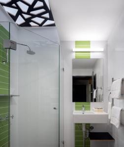 A bathroom at Cooinda Lodge Kakadu