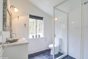 A bathroom at Sohum Retreat