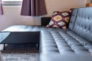 A seating area at AirM8 2 Bed at The OAKS