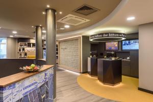 The lobby or reception area at Mercure Stuttgart Zuffenhausen