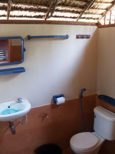 A bathroom at SiBoya Bungalows