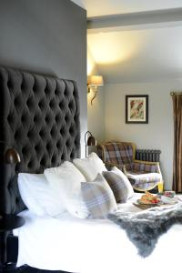 A bed or beds in a room at Cotswold Grey