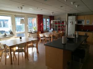 Ein Restaurant oder anderes Speiselokal in der Unterkunft STF Malmö City Hostel & Hotel