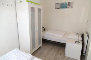 Een bed of bedden in een kamer bij Park Schoneveld: Duinroos 123