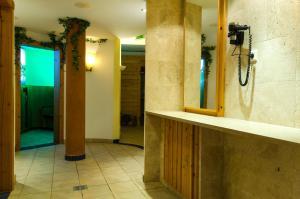 A bathroom at Hotel Tannenhof