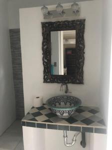 Um banheiro em Flamingo Studio Sunset Heights